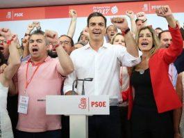 Pedro Sánchez, tras su victoria en las primarias del PSOE, cantando La Internacional. 21 de mayo de 2017. Marta Jara / eldiario.es